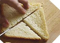 нарезаем тост на четыре части