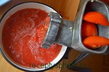 очищаем и перекручиваем помидоры