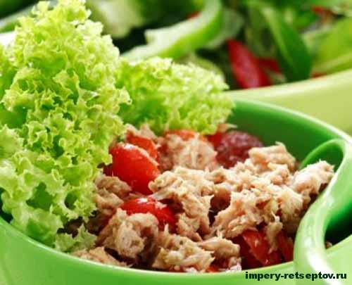 Салат Нисуаз с тунцом и соусом из анчоусов / рецепт легкого, вкусного салата Нисуаз [Patee. Рецепты]
