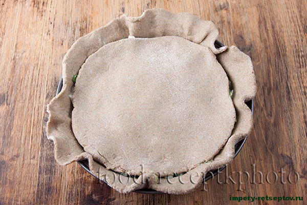 Ржаной пирог с зеленым луком
