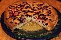 готовый пирог с ягодами