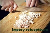 порезать отваренное филе