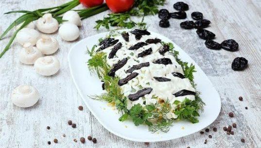 салат белая береза на блюде