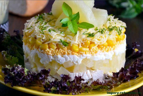 салат с ананасами и курицей слоями