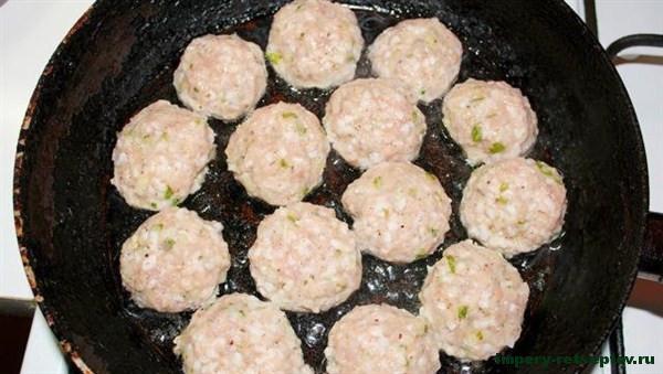 Тефтели с рисом - рецепт с фото