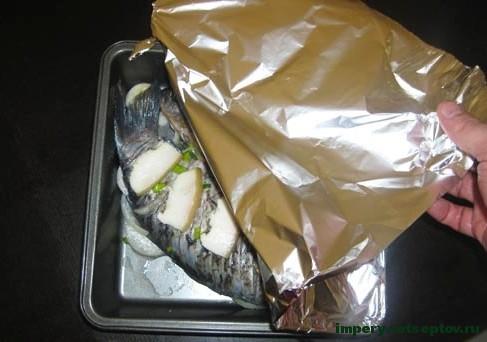 Запеченные караси в духовке