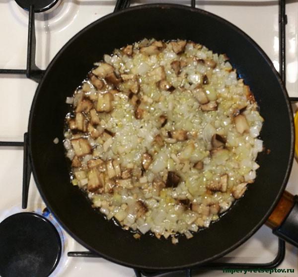 Картофель с курицей и грибами