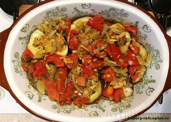 Баклажаны запечённые с овощами и сыром