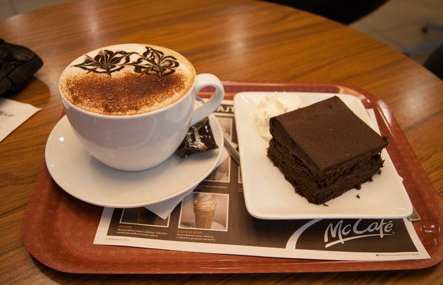кофе с пирожным