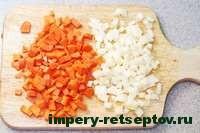 нарезать лук и морковь