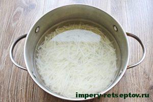Залить картофель водой