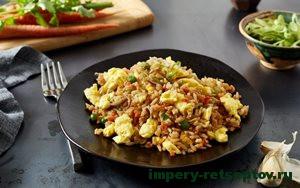 готовый китайский жареный рис