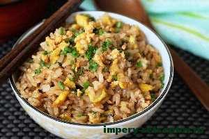 готовый жареный рис по-китайски
