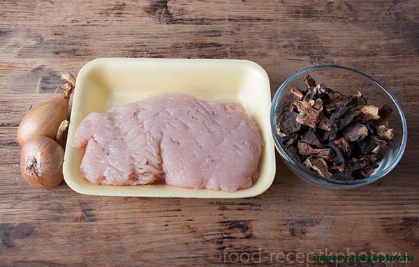 Пироги с куриным фаршем и грибами