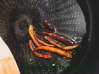 обжарить перец чили