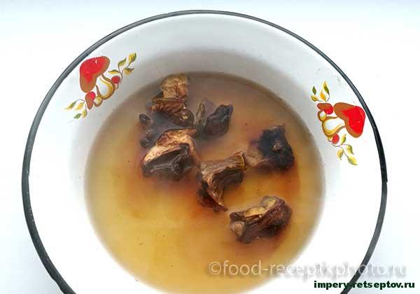 Фрикадельки в грибном соусе
