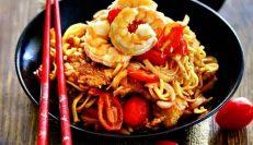 китайская лапша с креветками и свининой