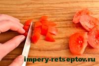 нарезать помидоры кубиком