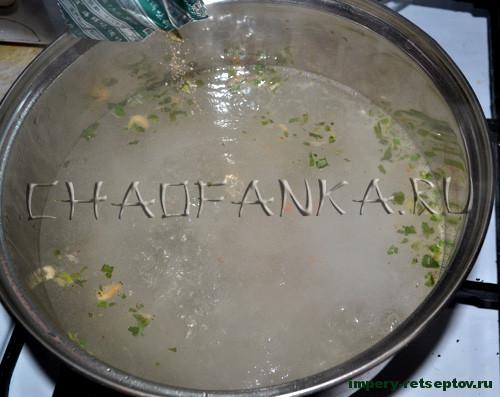 Суп с креветками и морской капустой по-китайски