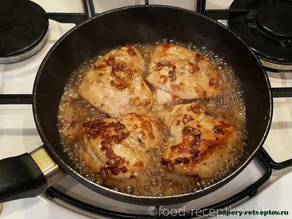 Куриное мясо с помидорами и сыром