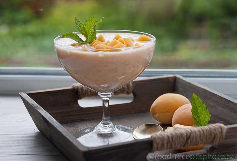 Смузи с ананасами, облепихой и абрикосами