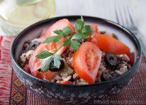 Легкий салат с тунцом и рисом