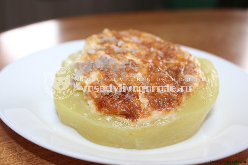 Сочные кабачки фаршированные мясом и рисом под сырной шубкой в духовке
