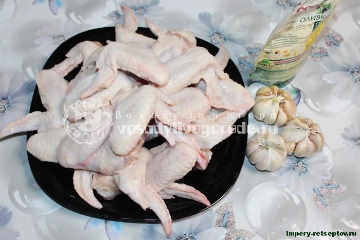 Крылышки куриные запеченные в духовке с чесночком