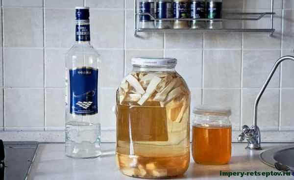 залить хрен и имбирь водкой