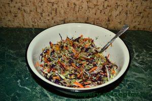 вымешать салат с маслом