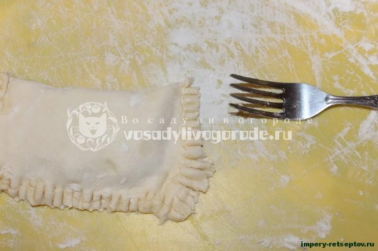 Быстрые слойки с сыром и ароматной зеленью